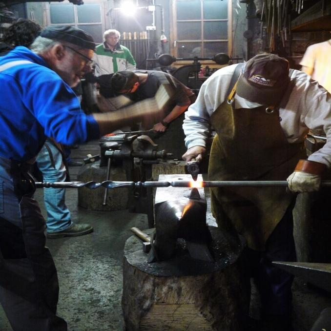 Les artisans de la forge du p quier forgerons le p quier for Domon jacques